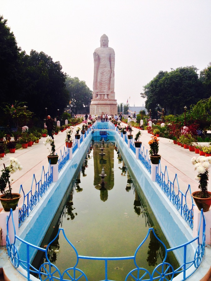 India travel Buddah statue water