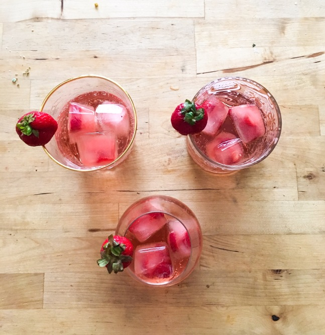 Canada Day summer mocktail alcohol free sparkling apple pomegranate juice 7 up strawberry ice cubes drink (1)
