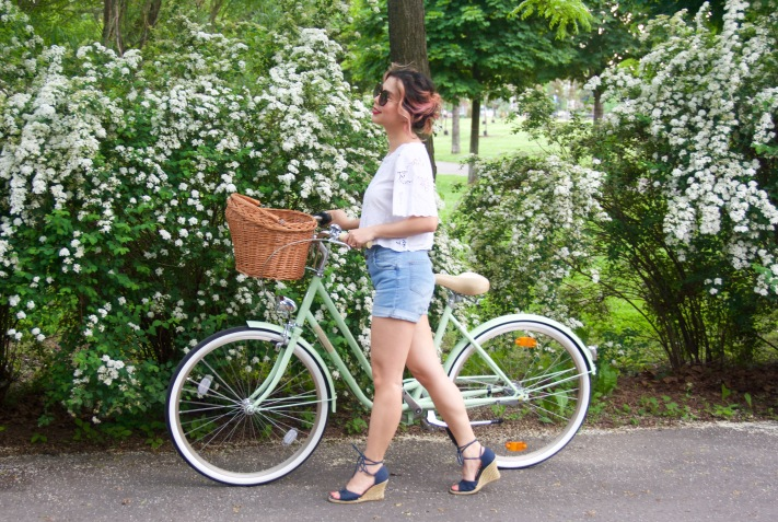 Creme Molly Dutch bike Pistachio cruiser H&M top high-waisted Primark denim shorts wedges Forever 21 sunglasses 2