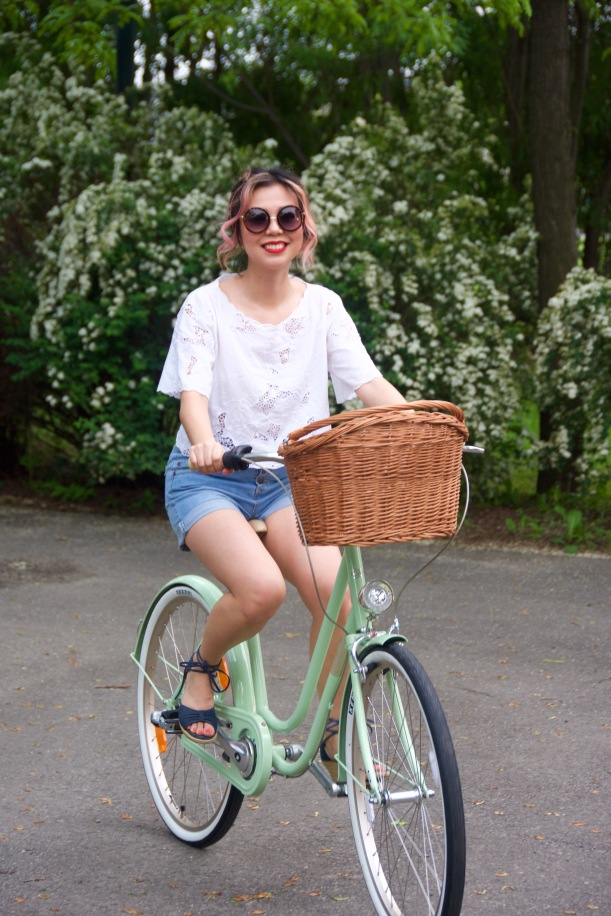 Creme Molly Dutch bike Pistachio cruiser H&M top high-waisted Primark denim shorts wedges Forever 21 sunglasses 4