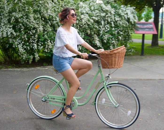 Creme Molly Dutch bike Pistachio cruiser H&M top high-waisted Primark denim shorts wedges Forever 21 sunglasses 5