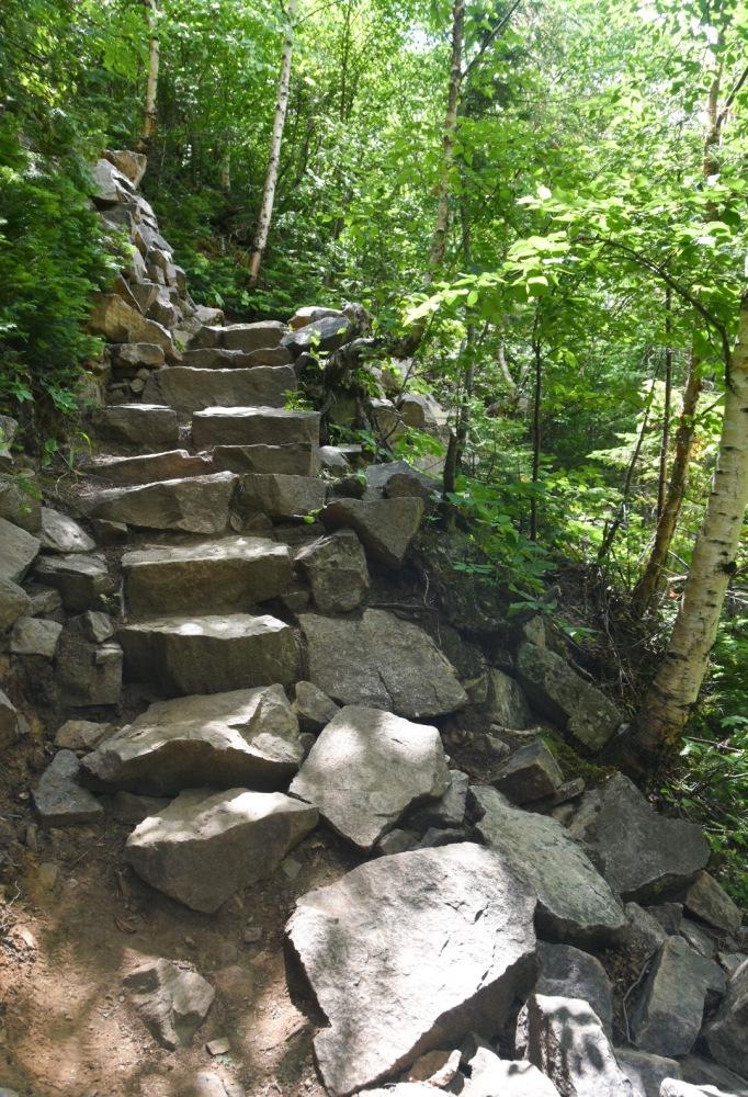 PARC NATIONAL DES HAUTES-GORGESDE-LA-RIVIÈRE-MALBAIE L_ACROPOLE DES DRAVEURS hike stone steps