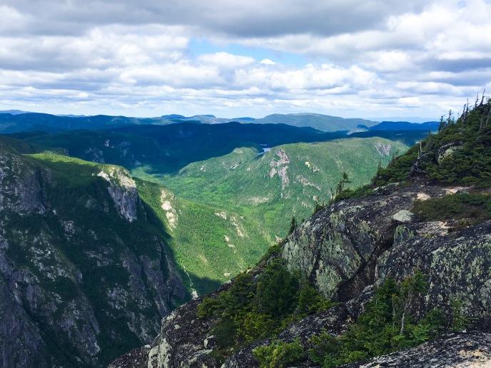 PARC NATIONAL DES HAUTES-GORGESDE-LA-RIVIÈRE-MALBAIE L_ACROPOLE DES DRAVEURS hike viewpoint