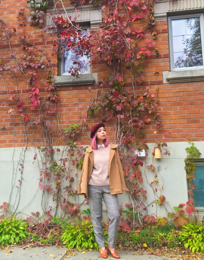 Simons burgundy beret camel cape H&M pink sweater collar button-down shirt checked menswear trousers vintage pumps fall autumn vines leaves fashion 1