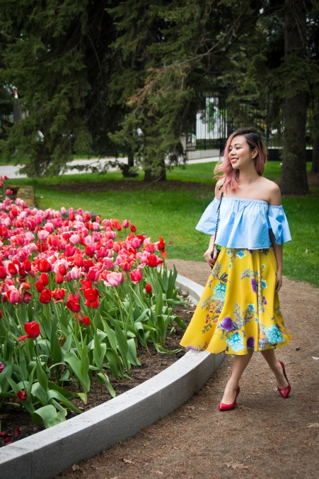 Montreal Botanical Gardens tulips Modcloth midi skirt Zara off-the-shoulder top embroidered clutch Le Chateau pumps heels spring fashion 5