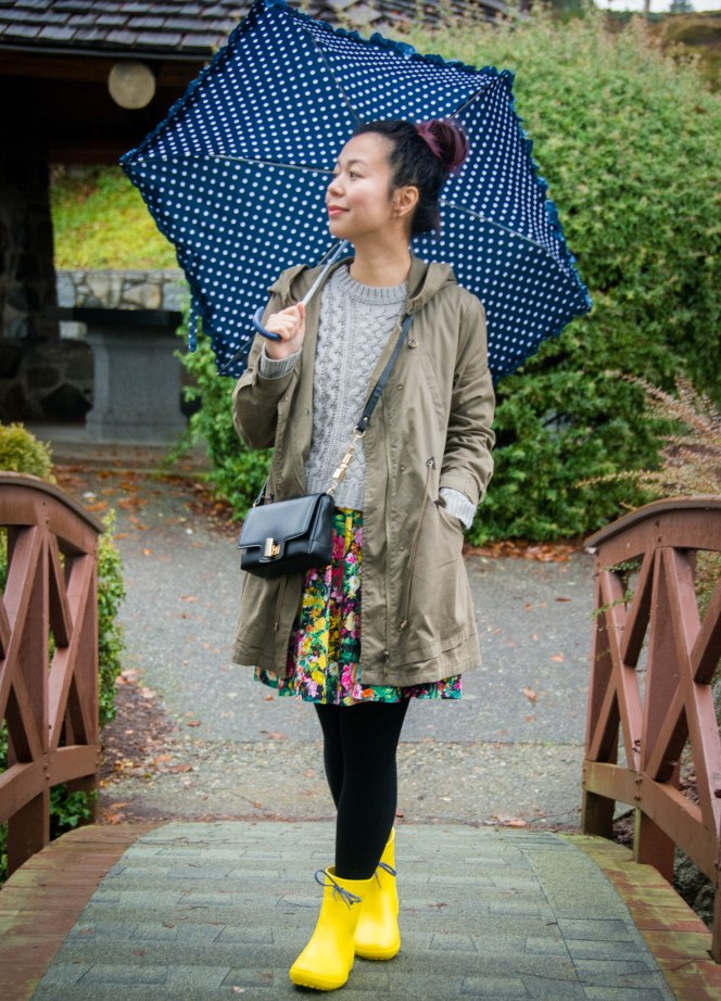 Crocs Freesail Shorty rain boots Zara floral dress Forever 21 knit sweater polka dot umbrella spring fashion 1