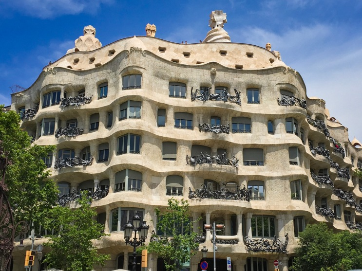 Casa Mila exterior Barcelona Spain travel Montreal lifestyle fashion beauty blog
