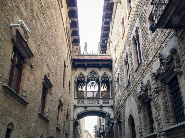 Gothic Quarter building Barcelona Spain travel Montreal lifestyle fashion beauty blog