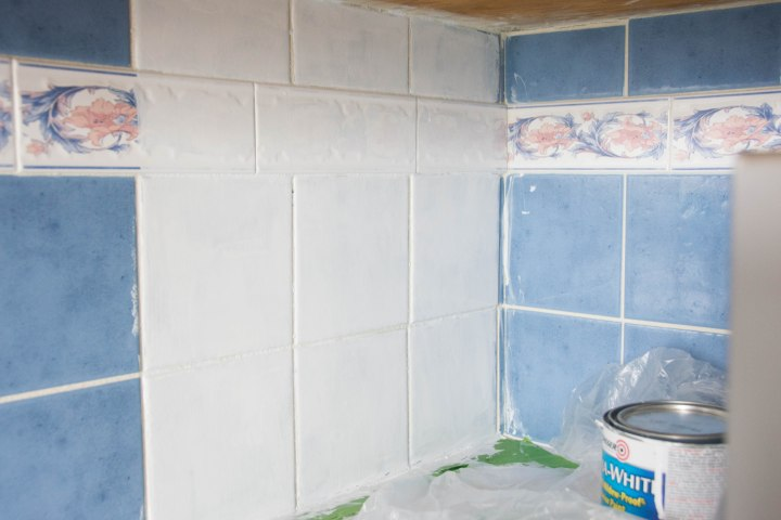 Montreal lifestyle fashion beauty blog kitchen backsplash DIY painting tile 4