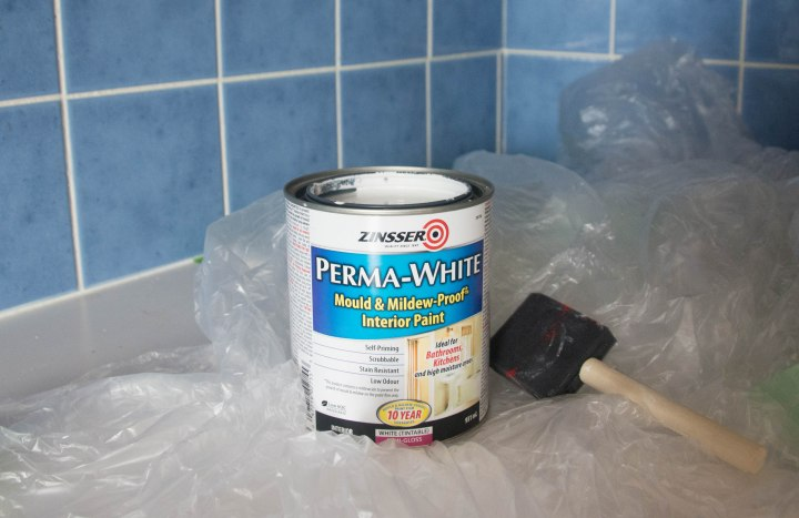 Montreal lifestyle fashion beauty blog kitchen backsplash DIY painting tile Zinsser Perma White Semi-gloss Paint